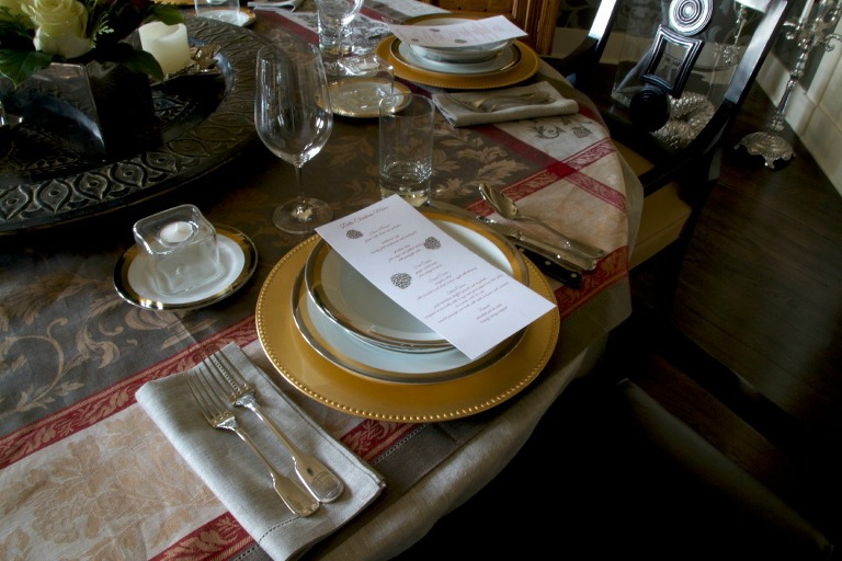 Christmas DIning Room Tablescape 7