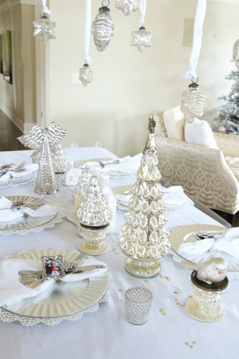 Easy white christmas tablescape just a smidgen - Simple christmas table settings ...